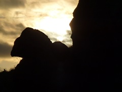 Blick vom Felsenthron auf den Sonnenuntergangsort am 21. Juni 2014.
