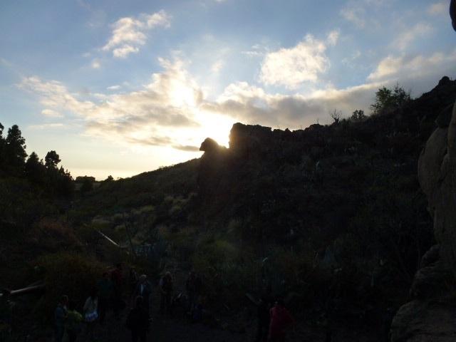 Ein Felsspalte scheint die Sonne an den Tagen den Solstitien zu verschlucken.